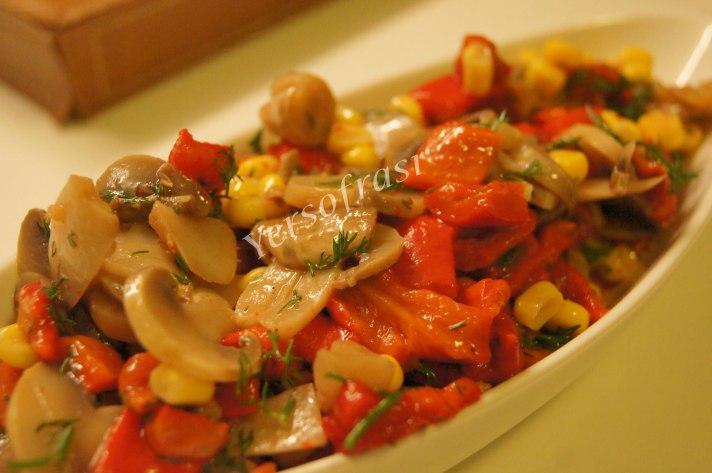 kirmizi-biberli-mantar-sala