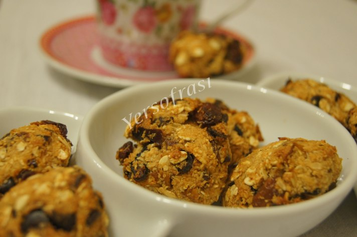 kuru-meyveli-unsuz-kurabiye